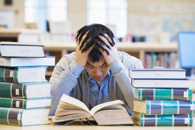 Học sinh đổ xô luyện thi trực tuyến vì lo đề thi khó và rộng