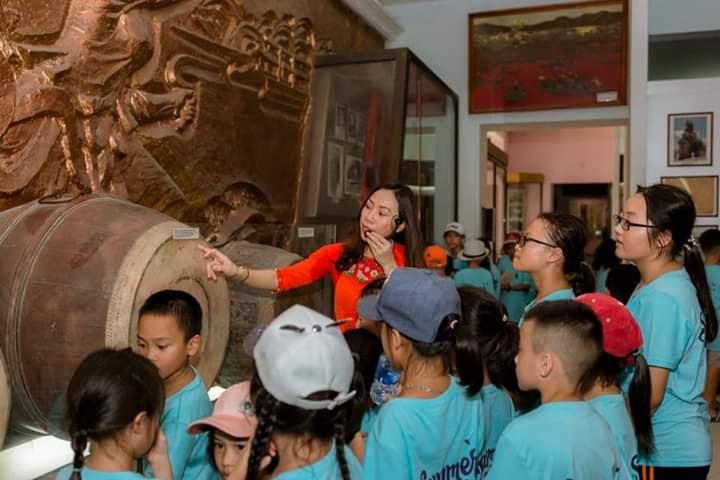 Các trường học ở TP Vinh, Nghệ An tổ chức giờ học ngoại khóa về lịch sử cho các em tại các bảo tàng trên địa bàn thành phố. Ảnh Kiều Nga
